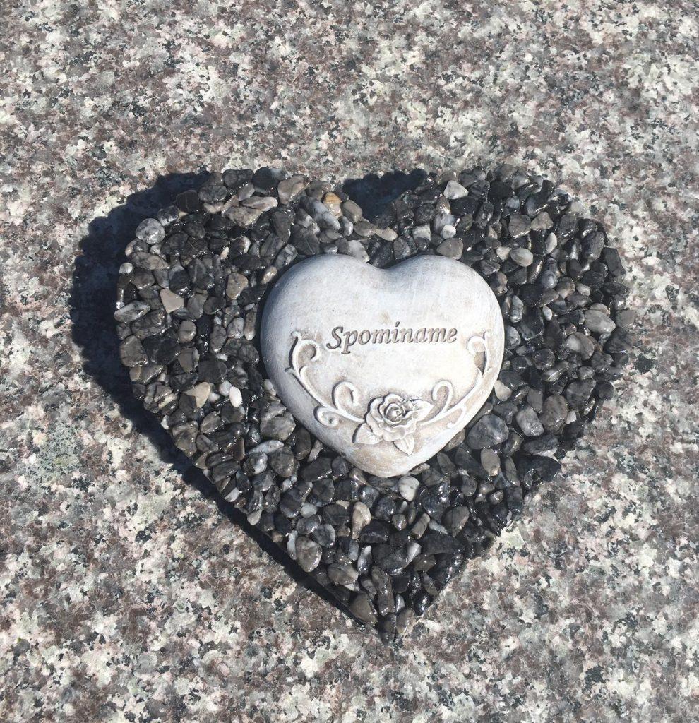 dekorácia na hroby v tvare srdca